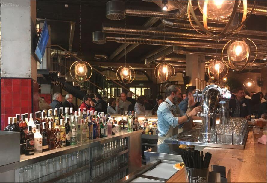 Iluminación con LED fantasía en bar
