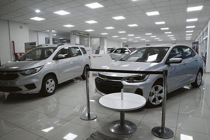 Iluminación con embutidos LED concesionaria de autos