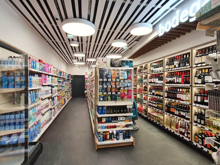 Iluminación en supermercado