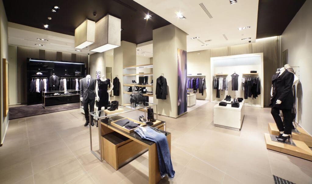 Iluminación puntual en tienda de ropa