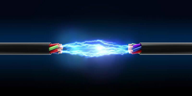 Cable cortado con electricidad
