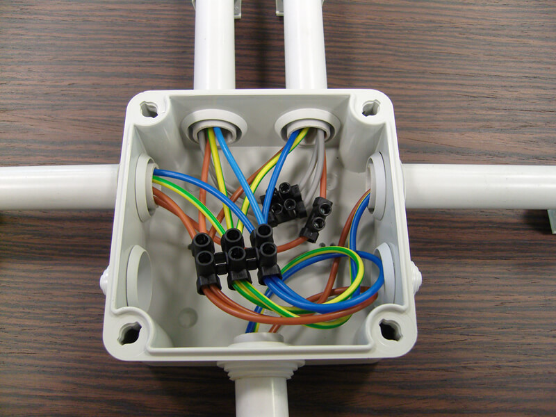 Caja de derivación de PVC instalada