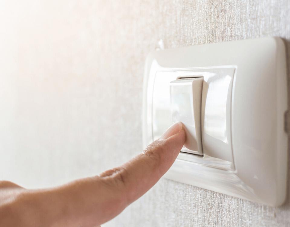 Interruptor unipolar de luz en hogar