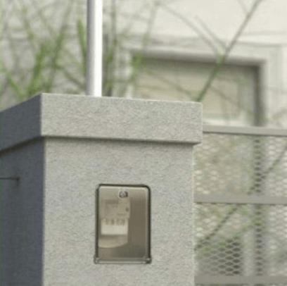 Pilar de mampostería con medidor en vivienda