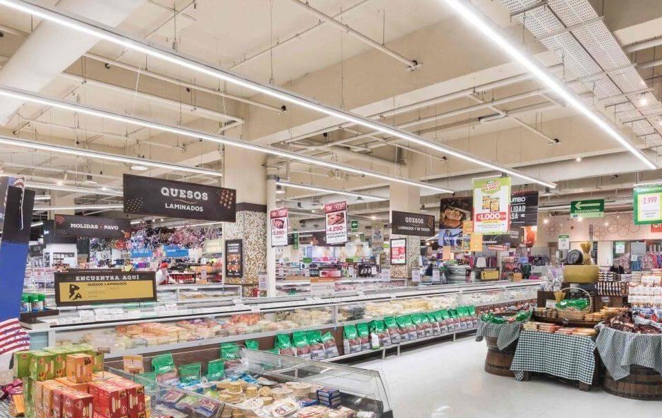 Tubos LED en supermercado